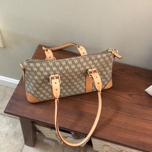 Handbags - Dooney & Bourke purse
